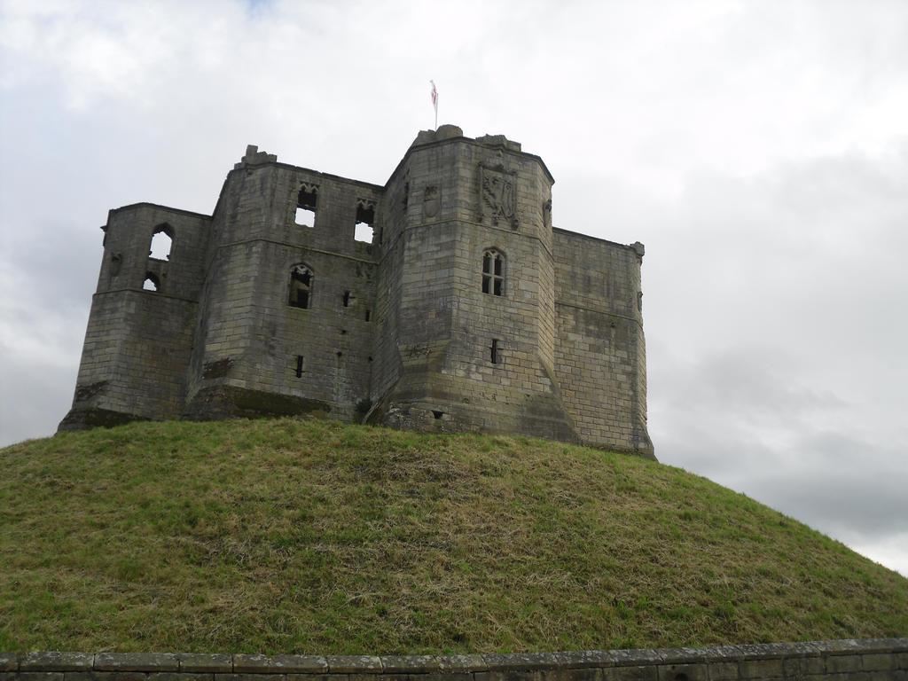 Castle on hill 1 by Fetterlock