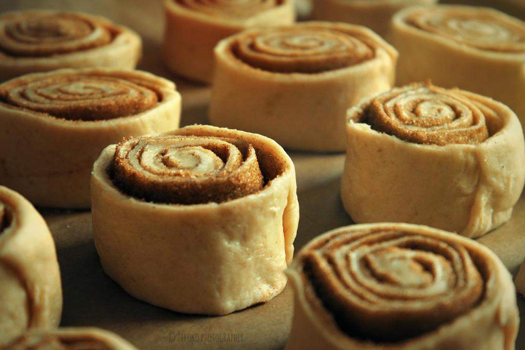Cinnamon rolls by Tiroko