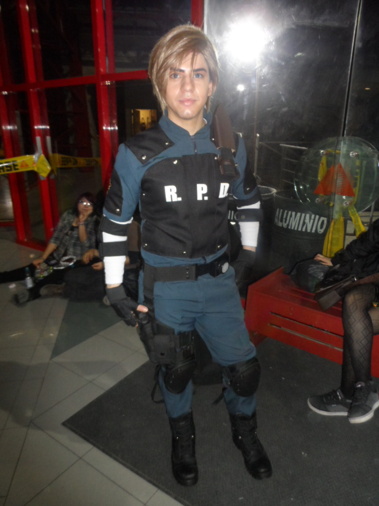 Leon S Kennedy Resident Evil 2 Cosplay By Brandonale On Deviantart