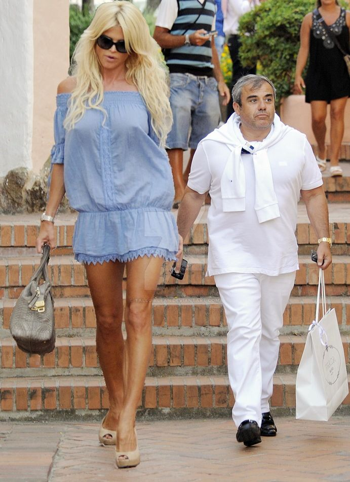 victoria silvstedt and short man