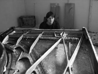 Wailing piano by zompi