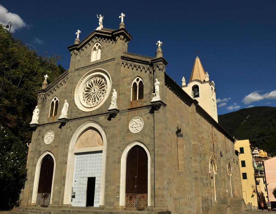 Riomaggiore church 1 by wildplaces