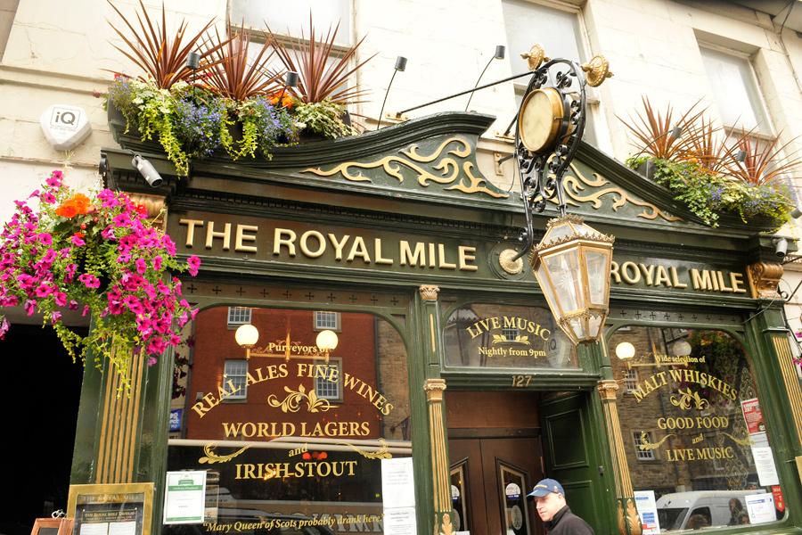 Edinburgh pub 4 by wildplaces