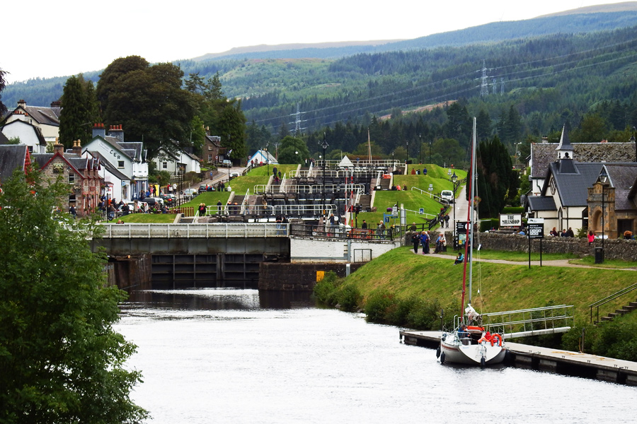 Fort Augustus locks 1 - Scotland by wildplaces