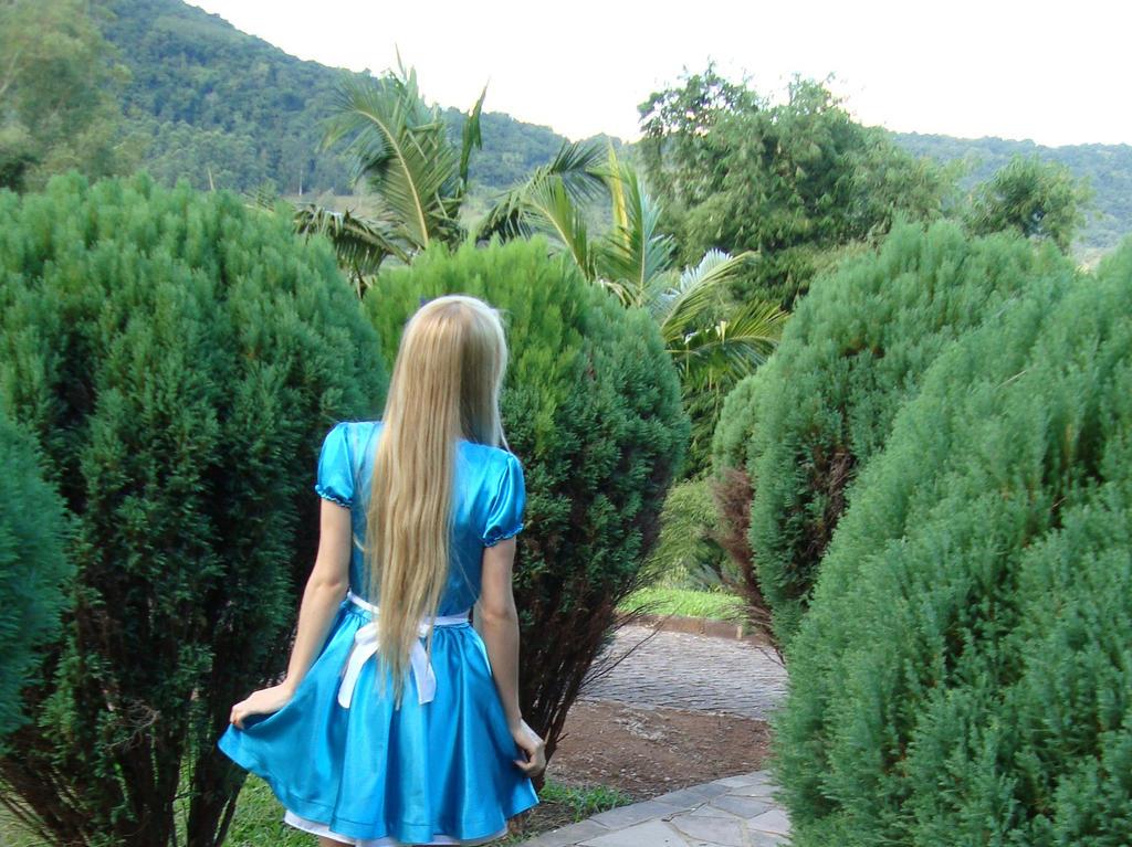 Curiosity often leads to trouble. by Brynhild-Undomiel