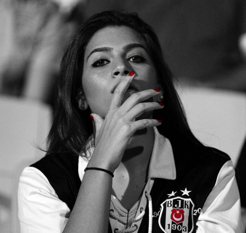 BJK Bayan Taraftar by Qebsenuef