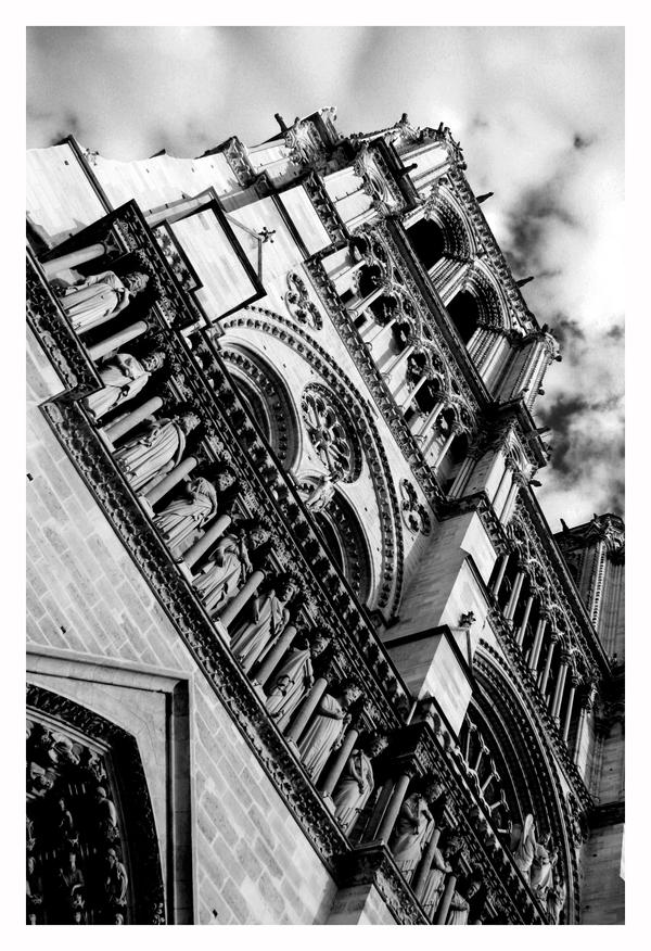 Notre Dame by fraughtuk