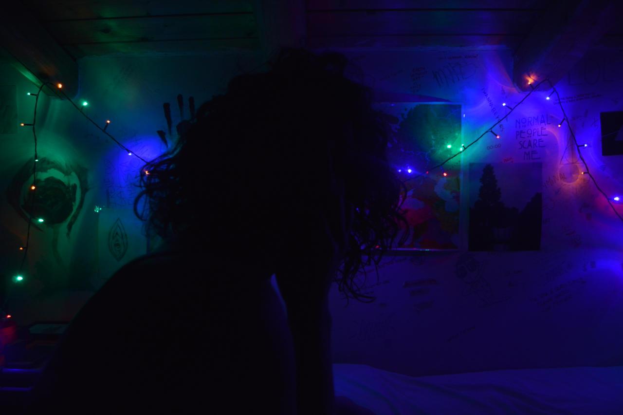 Whispering to the light by ArgonPlasma