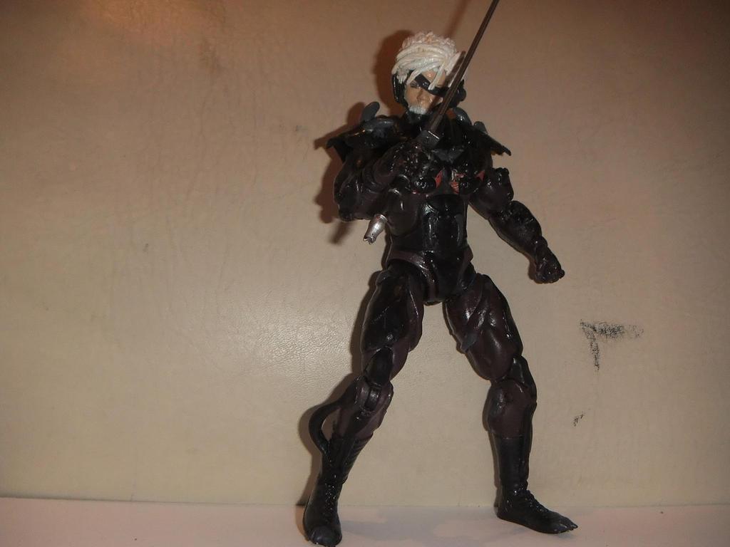Mis figuras personalizadas de la Saga de Metal Gear Metal_gear_rising_raiden_custom_figure_by_davidokaiser-d8kljp2
