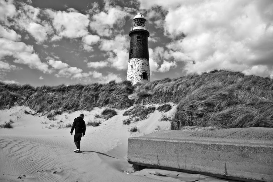 Spurn Point Lighthouse by allenjennison