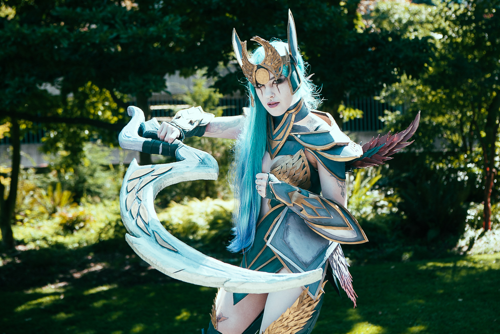 Dark Valkyrie Diana Cosplay - League of Legends by Feoranna