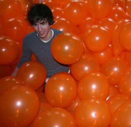 352 active balloons per person by alanthebox