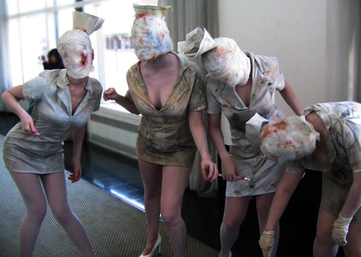 http://fc09.deviantart.net/fs32/f/2008/194/4/5/Silent_hill_nurses_attack_by_twiggy999.jpg