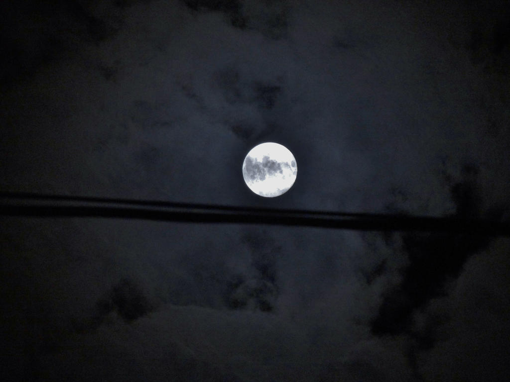 Super Moon: August 2014 by SPRINGWINTRCOLLISION