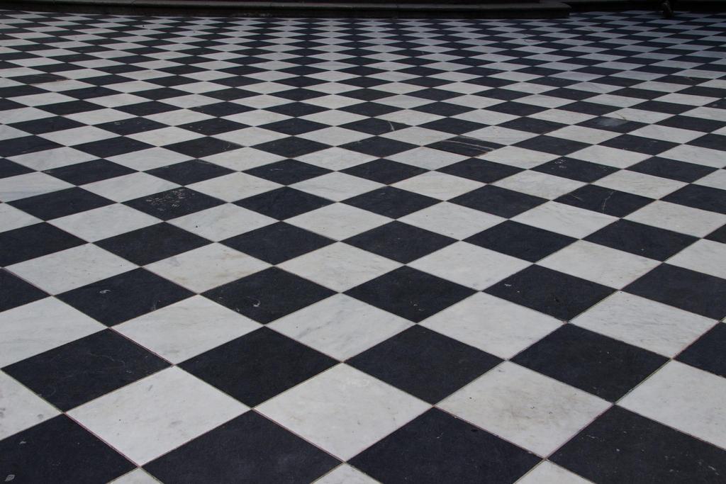 Checkered floor 8018