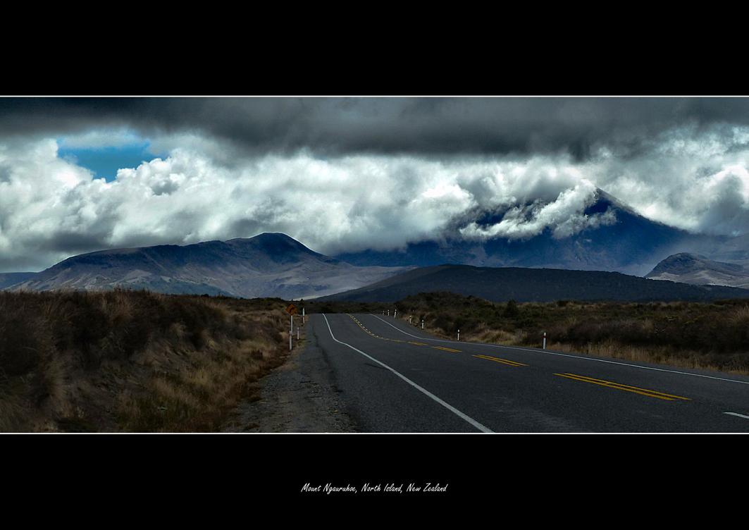 Mount Ngauruhoe (Mt Doom) by tezzan