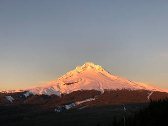 Mt Hood at sunset by Sonic840