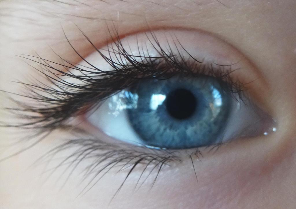 Sister's eye by Ri-Misato