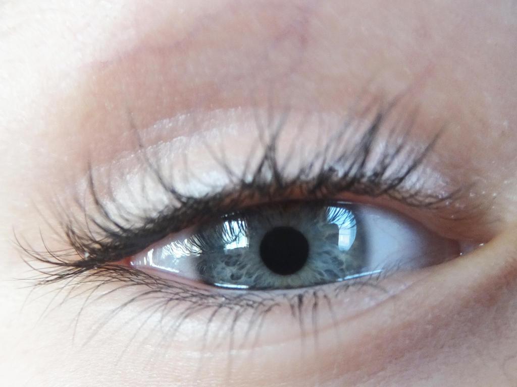 Brother's eye by Ri-Misato
