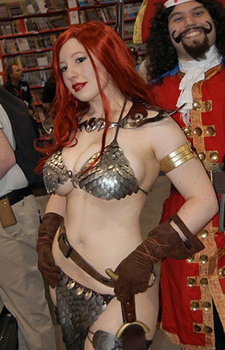 http://fc05.deviantart.net/fs70/f/2013/166/7/d/red_sonja_by_avengers63-d695bsr.jpg