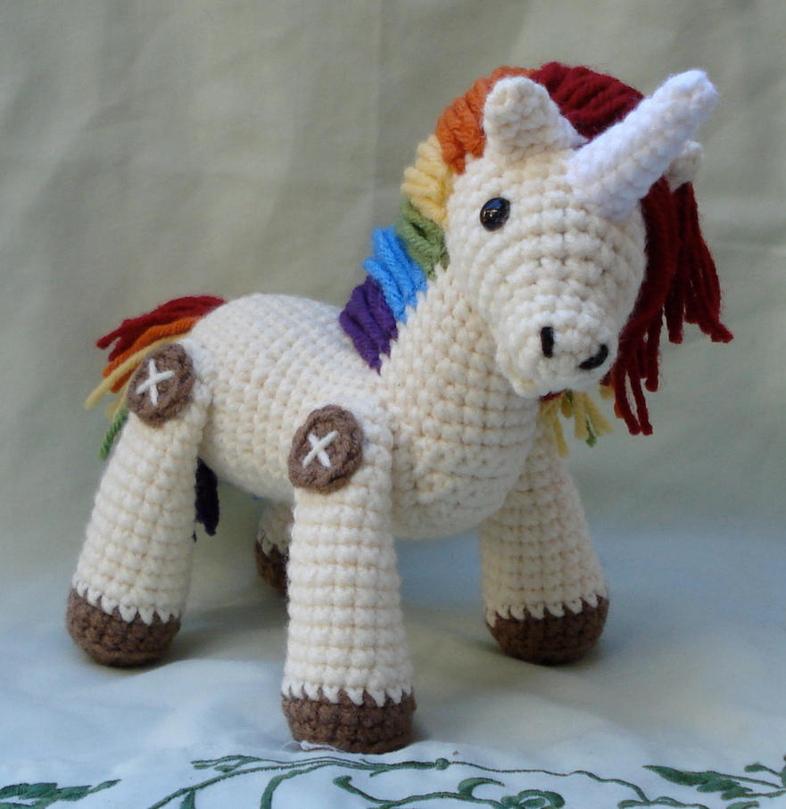 Amigurumi Unicorn Anleitung : rainbow unicorn amigurumi by TheArtisansNook on DeviantArt