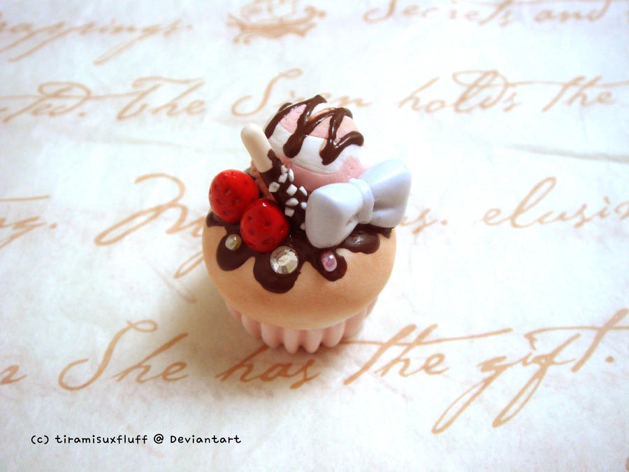 Pretty cupcake by tiramisuxfluff
