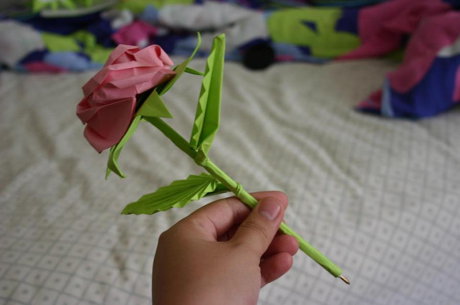 3D Origami Pen in a Rose by CrystallizedJello