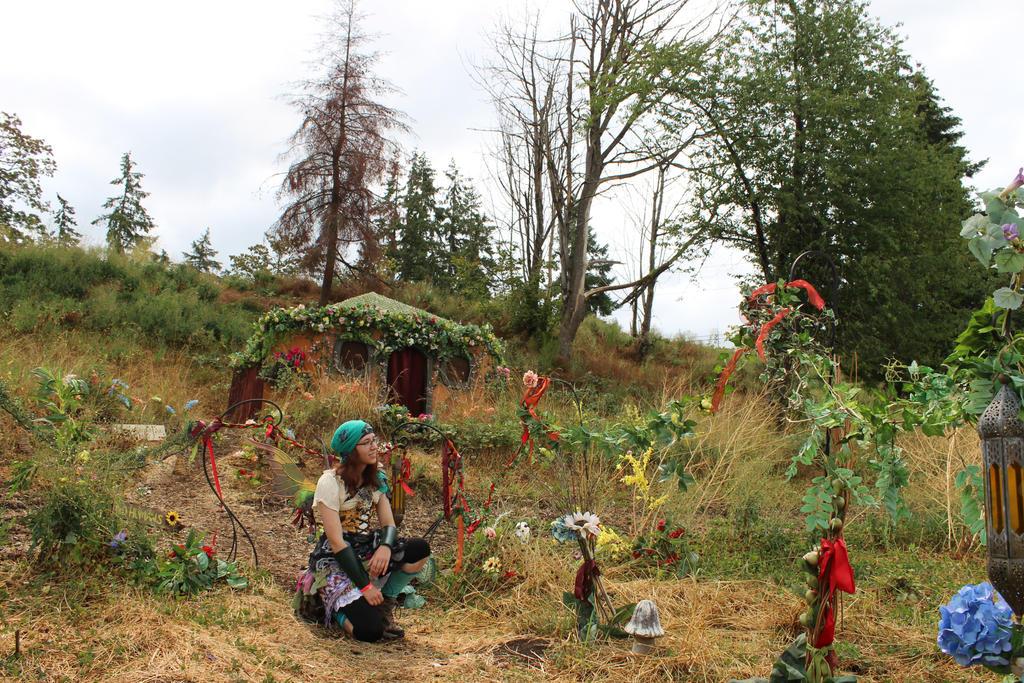 Model Stock - Fairy Garden Crouch by Qrinta