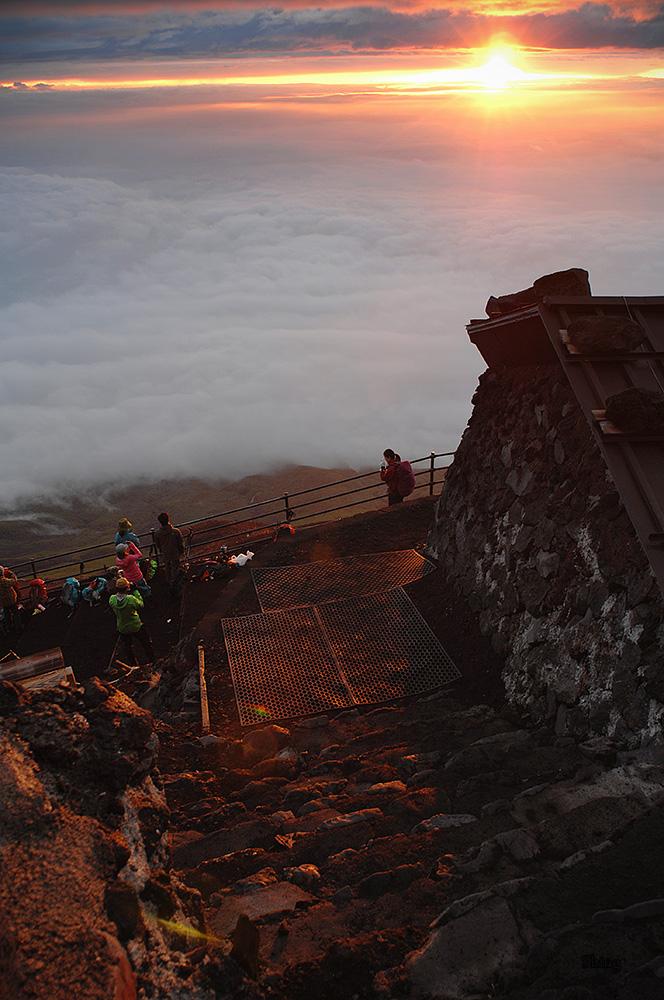 Sunrise at Mt. Fuji by Guts80