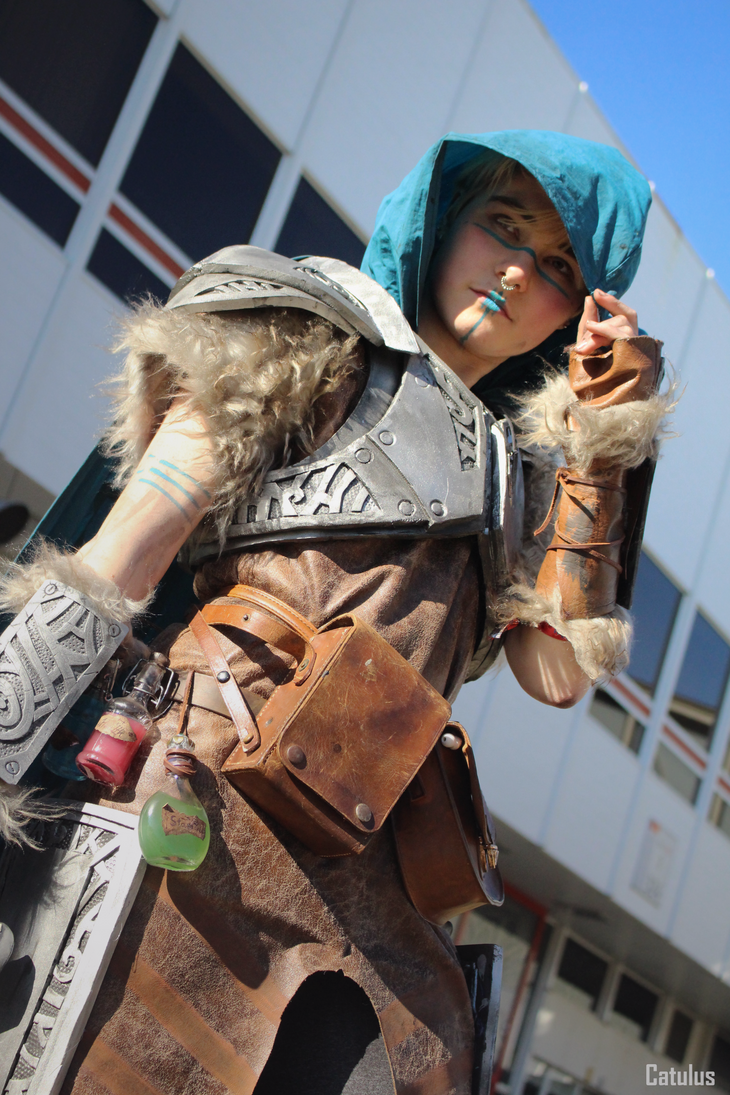 Skyrim dovahkiin cosplay (2) by Dr-Bowman