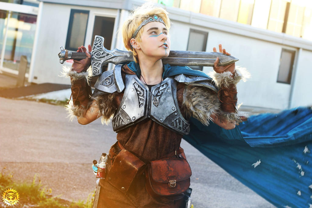 Skyrim dovahkiin cosplay (3) by Dr-Bowman