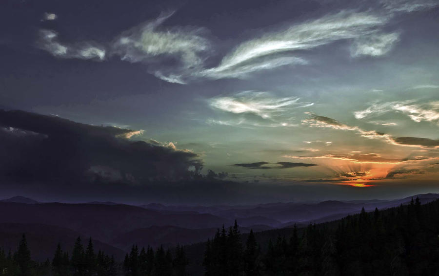 Sunset Deep in Mountains by ZuzkaSlaninka