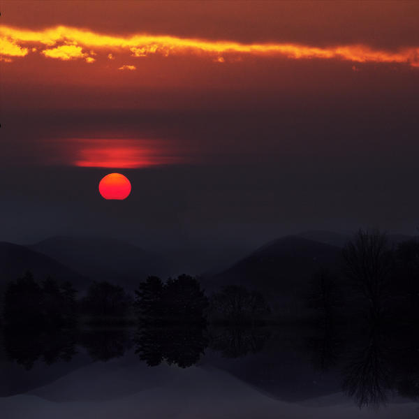 Twilight Over the Misty Mountains by ZuzkaSlaninka