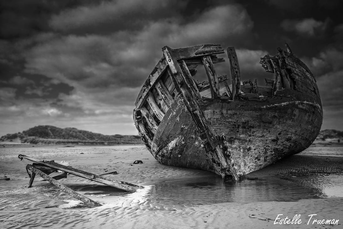 Wreck at Crow Point, North Devon, UK by needcaffine