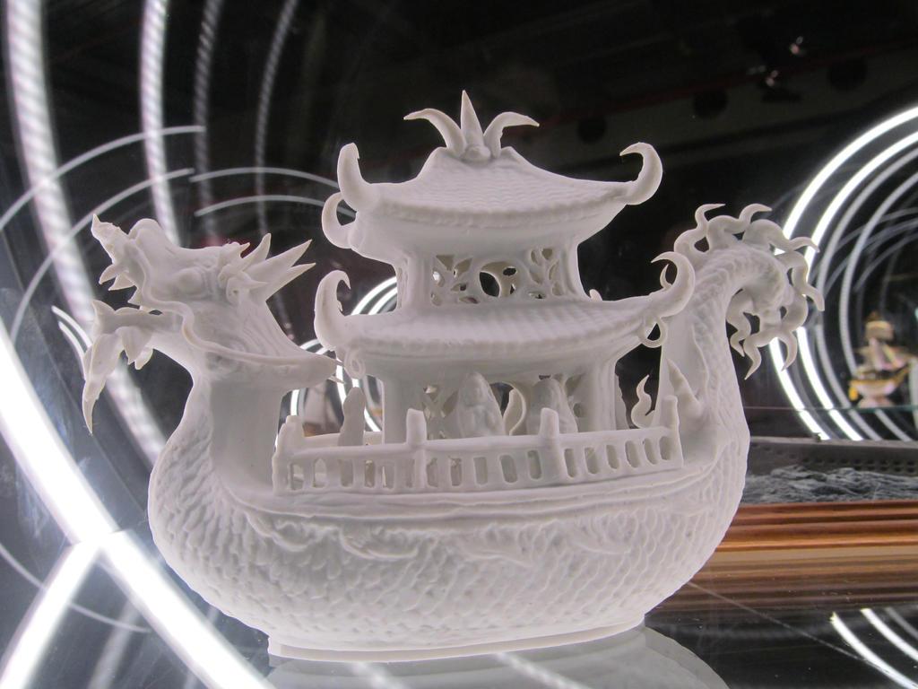 Dragon Ship by AugustSilk