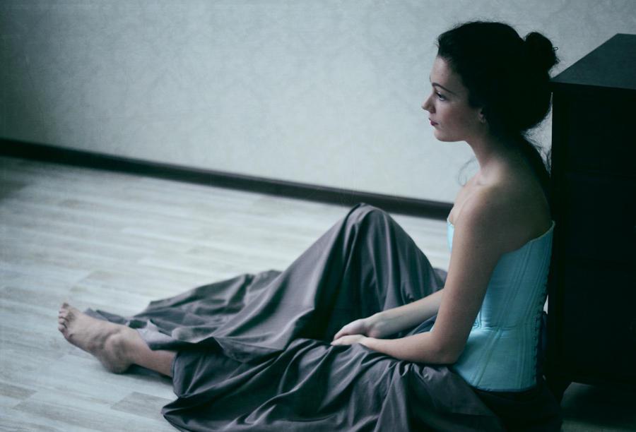 Yaln�z K�z Avatarlar� H�z�nl� Yaln�z Bayan Resimleri