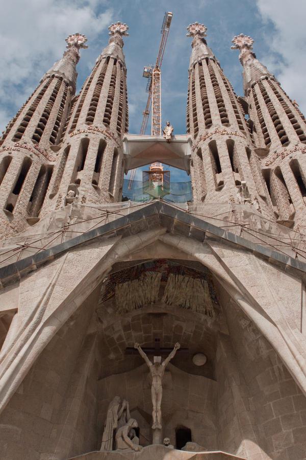 Sagrada Familia by lesogard