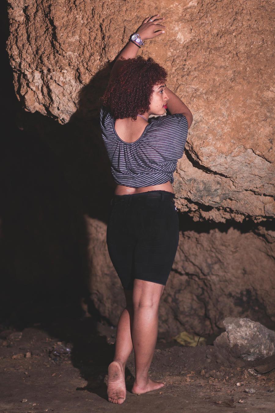 https://img00.deviantart.net/cdb2/i/2018/203/d/d/the_cavegirl_iv_by_lazarelobo-dchzq5k.jpg