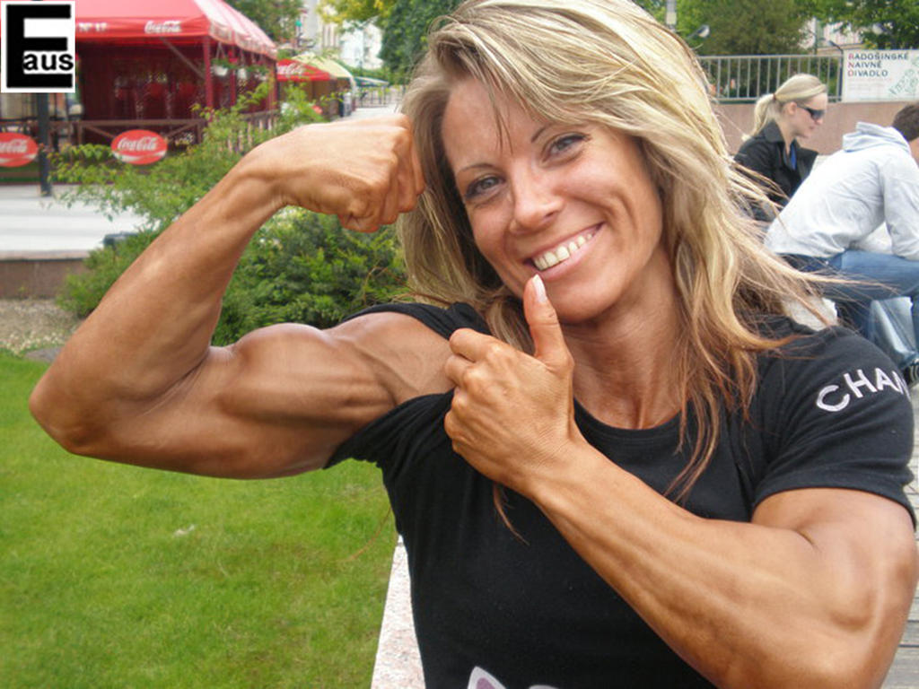 female muscle bodybuilder: