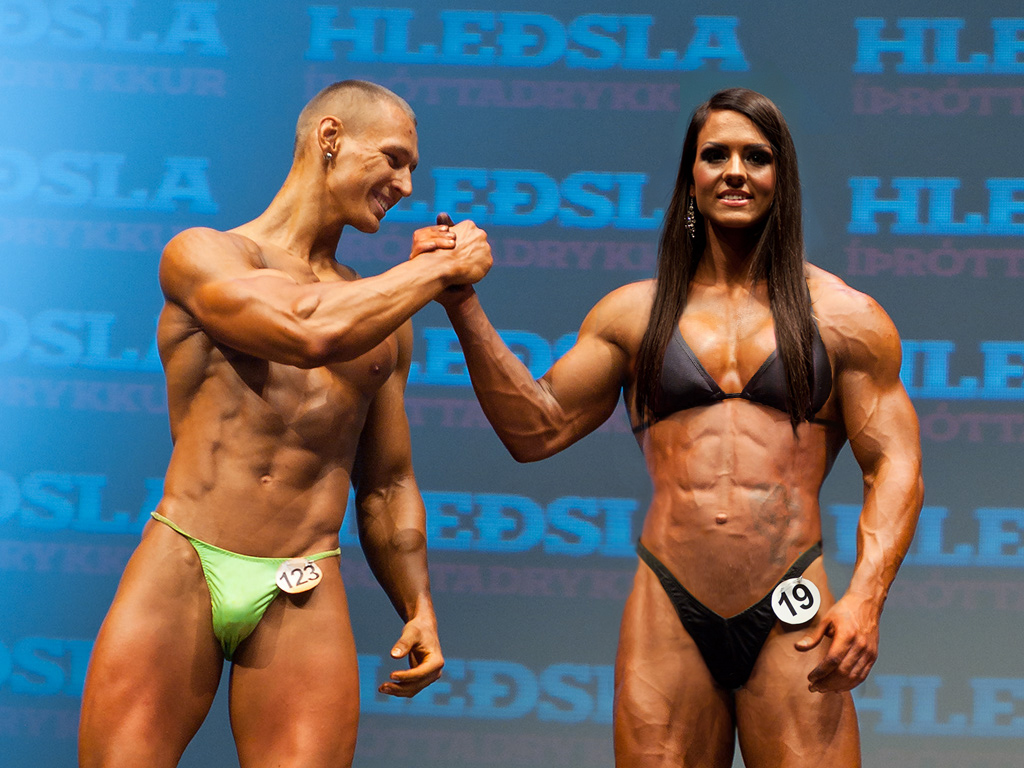 Female bodybuilder outmuscles man by edinaus on DeviantArt
