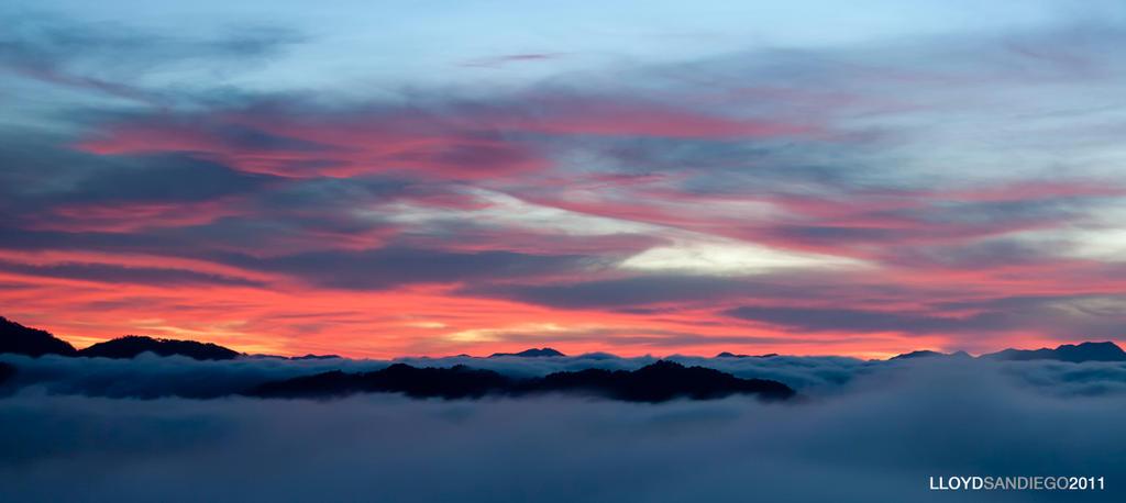 Burning sky, Sea of clouds by animagiLLOYD