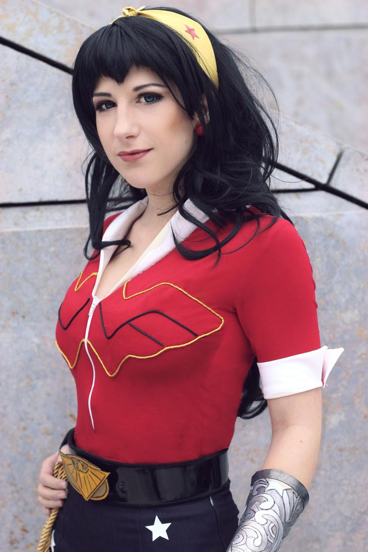 Wonder Woman Bombshell by Tsu-yaa
