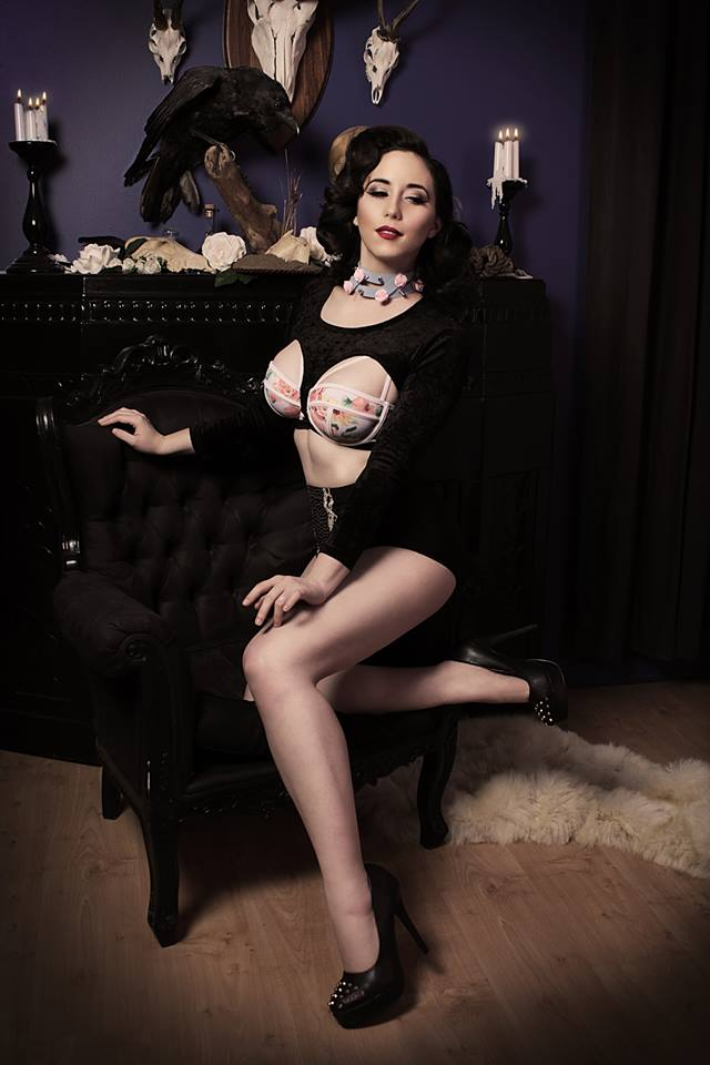 Goth pin up by Stephanie-van-Rijn