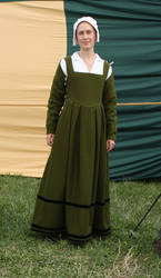 Green Tudor dress by PetStudent