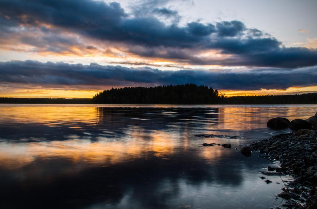 Sunset lake III by mabuli