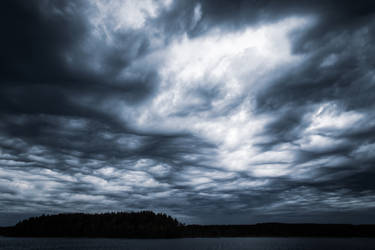 Ominous clouds by mabuli