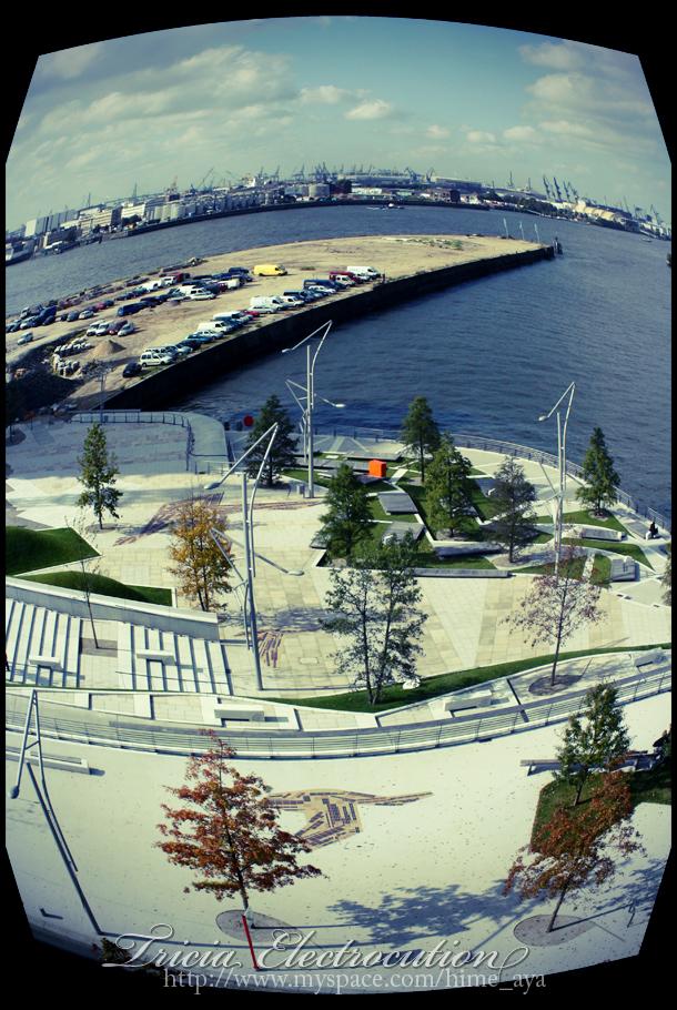 http://fc02.deviantart.net/fs39/f/2008/318/5/4/Fisheye_by_Ayaka_Itoe.jpg
