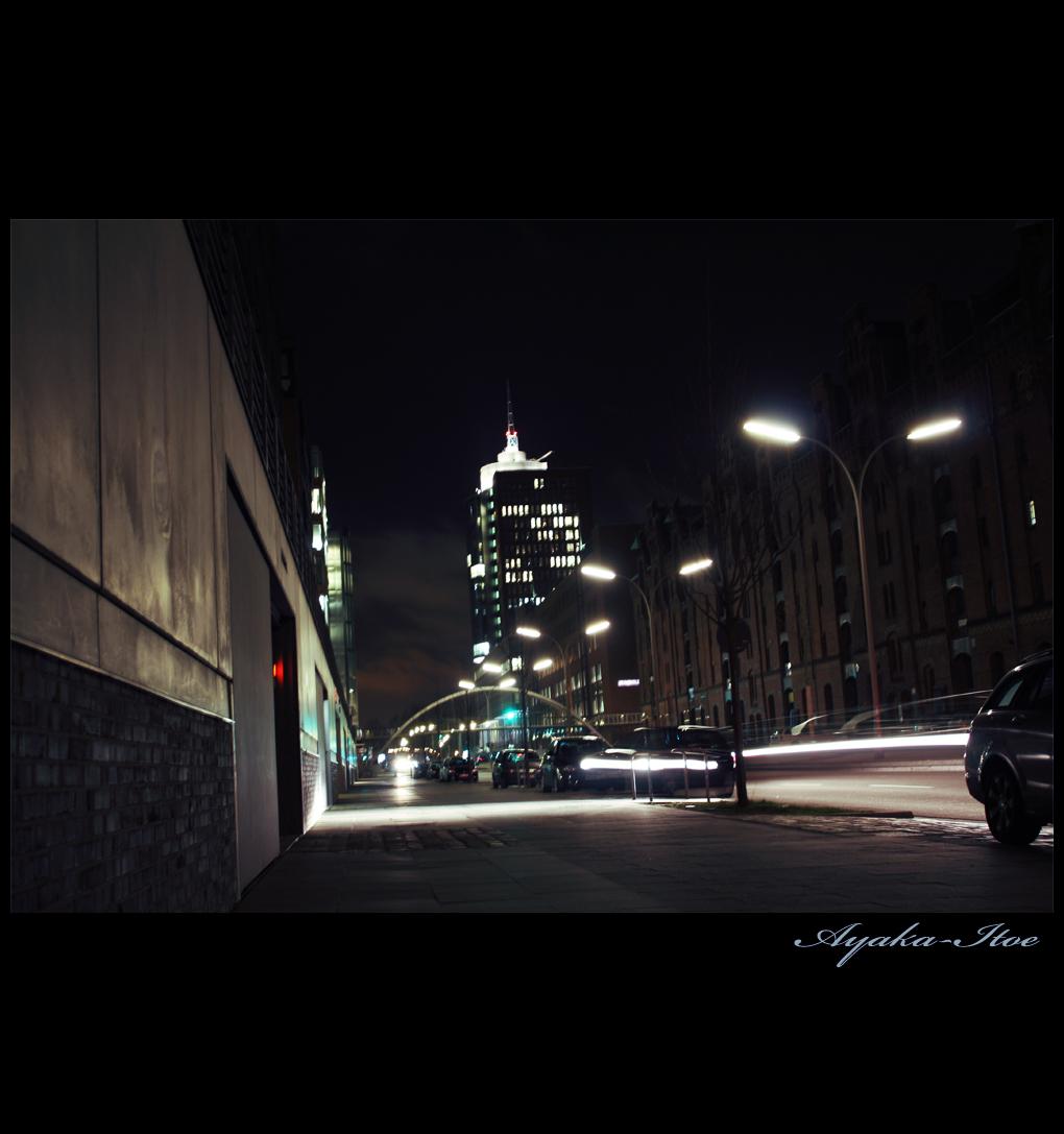 http://fc07.deviantart.net/fs43/f/2009/078/5/0/city_by_night_1_by_Ayaka_Itoe.jpg