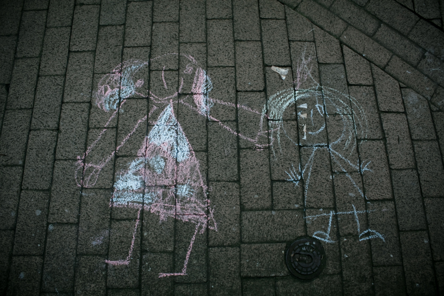 http://fc05.deviantart.net/fs46/f/2009/214/1/f/Street_Art_by_Ayaka_Itoe.jpg