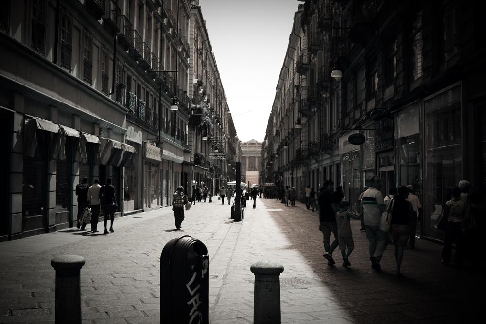 http://fc09.deviantart.net/fs25/f/2009/246/a/4/Citys_are_black_white_by_Ayaka_Itoe.jpg